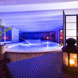 Lanterna piscina al Fly Hotel Cagliari