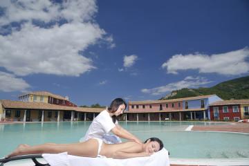 Massaggio in piscina - Hotel Orlando Sardegna