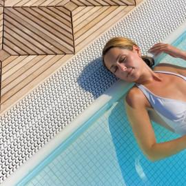 Relax in piscina al Grande Baia Resort